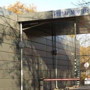 brama wejściowa - obudowa z paneli aluminiowych