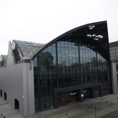 Zdjęcie elewacji i fasad aluminiowo-szklanych dworca PKP Łódź Fabryczna