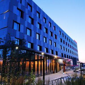 Zdjęcie elewacji hotelu Moxy Aiport Katowice